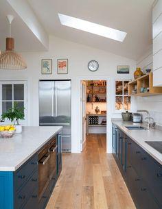 Plywood Kitchen, Loft Kitchen, Kitchen Interior, New Kitchen, Kitchen Design, Kitchen Ideas, Blue Shaker Kitchen, Kitchen Decor, Minimal Kitchen