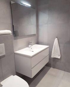 Annen vinkel Jentene sitt bad nede . . . #bathroom#baderomsinspirasjon#badtilinspirasjon#bathroominspo#baderom#baderomsinspo#interior123#interior4all#inspirasjon#inspiremeinterior#whiteinterior#minimalistic#mynordicroom#vårthjem#bonytt#bobedre#kk_living Ensuite Bathrooms, Bathtub, Home Decor, Design, Bathroom Furniture, Bathroom, Quartos, Bathrooms, Standing Bath