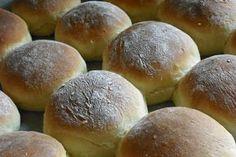 Burgonyás zsömle Naan, Hamburger, Favorite Recipes, Baking, Sweet, Food, Breads, Candy, Bread Rolls