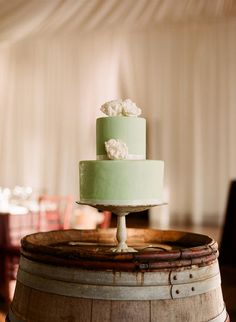 A must look rustic chic wedding advice, so why not read these simple dazzling wedding suggestions, pin reference 8709493260 right here. Mint Green Cakes, Mint Cake, Pretty Cakes, Cute Cakes, Beautiful Cakes, Wedding Cakes With Cupcakes, Cupcake Cakes, Wedding Mint Green, Green Weddings