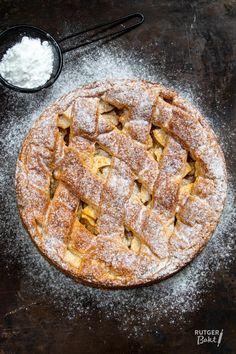 Flatlay of the final pie Dutch Recipes, Sweet Recipes, Baking Recipes, Cookie Recipes, Bake My Cake, Cinnamon Cake, Sweets Cake, Happy Foods, Cupcake Cookies