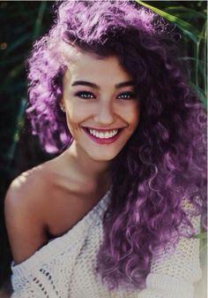 10 Colores de cabello para chicas rizadas y aventadas