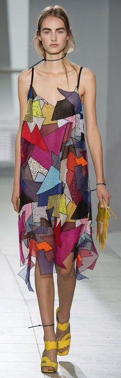 Christopher Kane Spring 2016 Ready-to-Wear Collection Photos - Vogue Christopher Kane, Runway Fashion, High Fashion, Fashion Show, Fashion Design, Fashion Trends, Dress Fashion, Trendy Fashion, Geometric Fashion