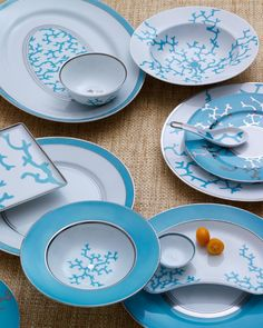 DIY knockoff coral plates. Pretty creative, great project if you know how to draw well Sea Coral Decor, Table Turquoise, Turquoise Furniture, Nautical Dishes, Knock Off Decor, Beach House Kitchens, Dream Beach Houses, Beach House Decor, Coastal Decor