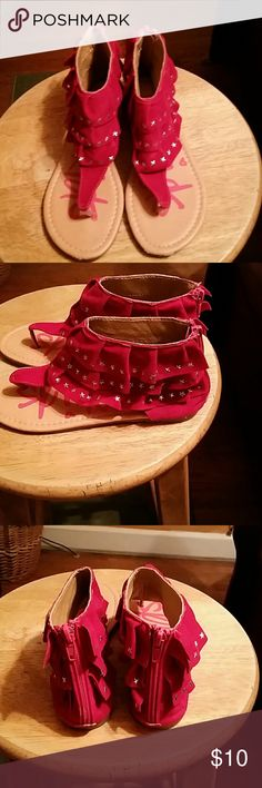 YoKids Girls Sandals I??YoKids girls sandal in Fuchsia. High tops with three cascading ruffles covered in silver metal stars. Back zipper closed heel. Tong style. Perfect condition. Size 4. I love yokids Shoes Sandals & Flip Flops
