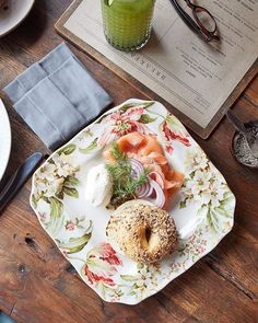 Brunch beauty... I do love a good smoked salmon bagel. And those pretty plates.