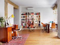 Salón con zona de escritorio