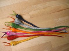 Bookmarks for summer flavors … be careful, read with them! Felt Crafts, Diy And Crafts, Arts And Crafts, Needle Felted Animals, Felt Animals, Fall Craft Fairs, Felt Bookmark, Waldorf Crafts, Classroom Art Projects
