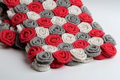 Roses Baby Blanket I would use different colors, but I like it. Für mich eher ein Teppich.
