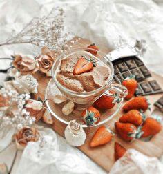 Peach Aesthetic, Aesthetic Coffee, Aesthetic Food, Kreative Desserts, Bebidas Do Starbucks, Good Food, Yummy Food, Cute Desserts, Cafe Food