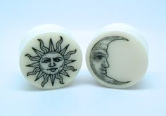 Sun & Moon Plugs on White Bone. Double Saddle Plugs / Gauges by Gauge Queen Ear Jewelry, Body Jewelry, Jewellery, Organic Plugs, Tapers And Plugs, Tattoo Und Piercing, Gauges Plugs, Size 0 Gauges, Plugs Earrings
