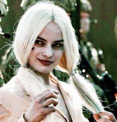 Margot Robbie in Suicide Squad Arlequina Margot Robbie, Margot Robbie Harley Quinn, Harley Quinn Comic, Joker And Harley Quinn, Gotham, Harey Quinn, Univers Dc, Joker Cosplay, Comics Girls