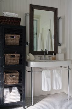 Sink with the towel rack underneath!
