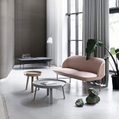 The Oslo Sofa, designed by Anderssen & Voll for Muuto, encompasses the surrounding space with the minimalism and friendliness characteristic of Muuto in specific and Scandinavian design in general.