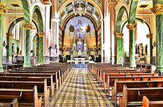 Foto do interior de uma igreja em Monte Sião - MG, Brasil