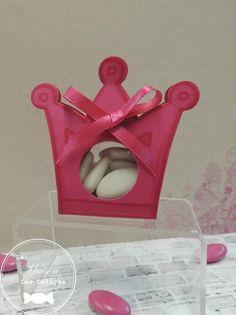 Ballotin à dragées pour le baptême de votre petite princesse. http://www.maison-des-delices.fr/contenants-a-dragees-mariage-transparent-498