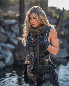 Guns, Hotrods, Girls and America Mädchen In Uniform, Photographie Indie, Military Girl, Female Soldier, Military Women, Warrior Girl, Badass Women, Sexy Outfits, Beauty Women