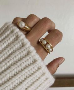 Cosy Aesthetic, Ring Video, Ring Finger, Ring Necklace, All Fashion, Gold Watch, Bracelet Watch, Jewelry Accessories, Jewels