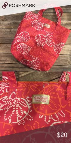 Lilly Pulitzer for Estée Lauder tote Brand new no tags beautiful lily Pulitzer for Estée Lauder tote pink, orange and whites. Perfect for any summer occasion Lilly Pulitzer for Estee Lauder Bags