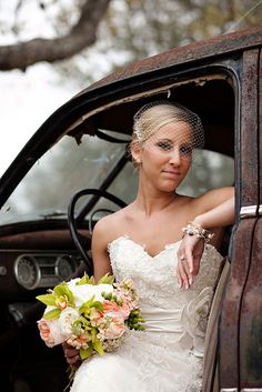 Bridal Portraits - PHOTO SOURCE • PHOTOGRAPHY BY VANESSA | Featured on WedLoft
