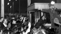 StaSi Zentrale: Ausstellung und Jahrestag des Sturms vor 25 Jahren. Das Bild zeigt die Erstürmung der Festung der DDR Geheimpolizei ©By Jäger [CC BY-SA 3.0] - Blogbeitrag: http://hauptstadtkultur.de/stasi-ausstellung-und-jahrestag-der-erstuermung/