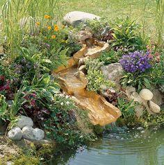 Společně s jezírkem se nabízí vybudovat třeba i minipotůček; gardena
