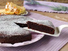 Ecco come riciclare la colomba in modo golosissimo, trasformandola in una torta al cioccolato. Nessuno la riconoscerà. Perfetta a colazione e a merenda.