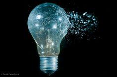 De doorklieven van een projectiel in een lichtbol om een snelheid van 1/32.000S