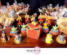 Buffet Infantil Brinkaboom   Cerimonial Infantil Andréa Noki   Decoração: Candice Fragoso   Esculturas Florais: Villa Flor   Forração: Real...