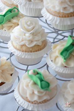 Baby Shower Pea in a Pod Cupcakes .jpg