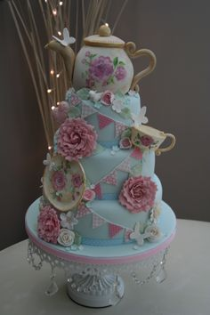 My friend's mum makes the best cakes! Stunning!    Vintage Teapot cake — Katies Cup Cakes