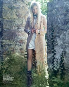Incredbly Soo Joo Park (Sandro coat and Missoni dress) by Hyea W. Kang for Vogue Korea, No… Soo Joo Park (Sandro coat and Missoni dress) by Hyea W. Kang for Vogue Korea, November 2015 Vogue Korea, Vogue Spain, Editorial Fashion, Fashion Art, Magazine Editorial, Fashion Ideas, Modern Victorian Fashion, Tartan, Tweed