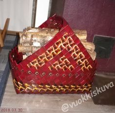 Puukori Madonna, Recycling, Weaving, Arts And Crafts, Basket, Paper Envelopes, Manualidades, Paper, Craft Items