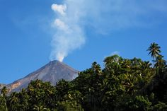 75: Karangetang volcano (Siau Island, Indonesia): incandescent lava at summit, alert raised | The Extinction Protocol