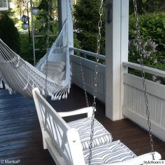 piha,terassi,terassikalusteet,riippumatto,viherpiha Porch Swing, Outdoor Furniture, Outdoor Decor, Hammock, Garden Design, Patio, Image, Garden Ideas, Home Decor