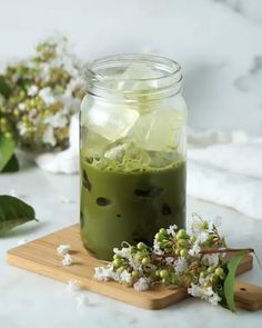 Iced-Matcha Latte <br> ✓ Matcha from Japan✓ Latte Grade✓ Made with Organic Matcha✓ per serving Starbucks Matcha Powder comparable Matcha Powder Recipes, Healthy Drinks, Healthy Recipes, Healthy Food, Drink Recipes, Nutrition Drinks, Honey Chocolate, Green Tea Recipes, Cafe Food