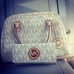 Love ,love , so beautiful bag, I love Michaelkor very much. MK!! $59.99