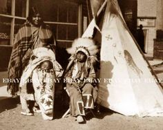 Native_American_Indian_Family_in_Old_West_Town_Photo1.jpg (628×502)