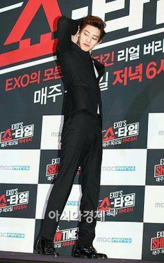 Exo showtime Chanyeol - the god with fairy ears Baekyeol, Chanbaek, Cnblue, Btob, Exo Showtime, Exo 12, Chanyeol Baekhyun, Korean Men, Yoseob
