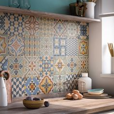 Kitchen: 20 ways to adopt cement tiles - In black and white or color, the cement tile is more and more trendy and he invites himself into th - Inside Design, Decorative Tile, Home Decor Kitchen, Tile Design, Decorating Tips, Home Furnishings, Kitchen Remodel, Home Furniture, Concrete Furniture