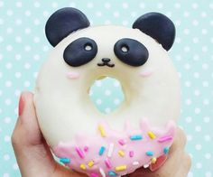 Diese Donuts sind so süß, dass wir ehrlich gesagt nicht wissen, ob wir sie essen können – вкусняшки - Yanna's Donuts Laden Panda Birthday Party, Panda Party, Panda Themed Party, Japanese Candy, Japanese Sweets, Japanese Gifts, Cute Japanese Stuff, Bolo Panda, Panda Cakes