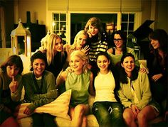 Taylor Swift Has the Cutest Fourth of July Party With the Coolest Celebs Ever | Cambio