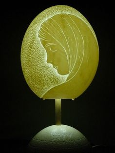 luminaria em casca de ovo de avestruz