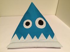 Monster-Buchstütze-Lesekissen-iPadkissen von Sewing Love auf DaWanda.com