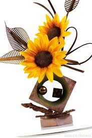 Chocolate and Sunflowers of my favorite things❤️ Chocolate Work, Chocolate Coins, Chocolate Fondant, Chocolate Recipes, Chocolate Centerpieces, Chocolate Decorations, Chocolate Showpiece, Food Sculpture, Pastry Art