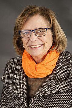 Teresa Riera nació el 13 de octubre de 1950 en la ciudad de Barcelona,es una política y científica española afiliada al PSOE.Es licenciada en Matemáticas por la Universidad de Barcelona, Doctora en Informática por la Universidad del País Vasco, Catedrática en Ciencias de la Computación e Inteligencia Artificial en la UIB entre otros méritos académicos.