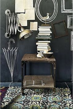 Absolutely love the chalkboard wall and the faux decoration #diy