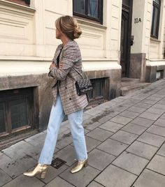 Casual outfit with mom jeans and a blazer gold boots Teen Fashion, Fashion Outfits, Womens Fashion, Fashion 2016, Latest Fashion, Fall Outfits, Cute Outfits, Outfit Online, Look Blazer