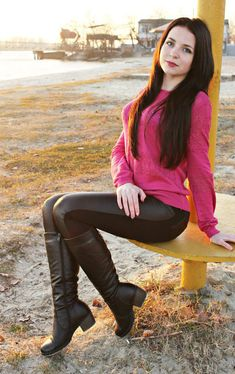 Riding Boot Outfits, Cowgirl Outfits, Black Riding Boots, Black Leather Boots, Cute Girls, Cool Girl, Leggings Party, Frauen In High Heels, Girls In Leggings