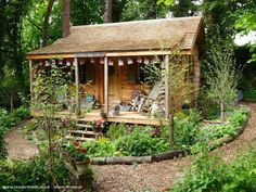 90 Stunning Small Cottage Garden Ideas for Backyard Landscaping - Garden Shed Small Cottage Garden Ideas, Garden Cottage, Backyard Cottage, Garden Retreat Ideas, Farmhouse Garden, Farmhouse Design, Farmhouse Plans, Garden Shed Interiors, Garden Sheds